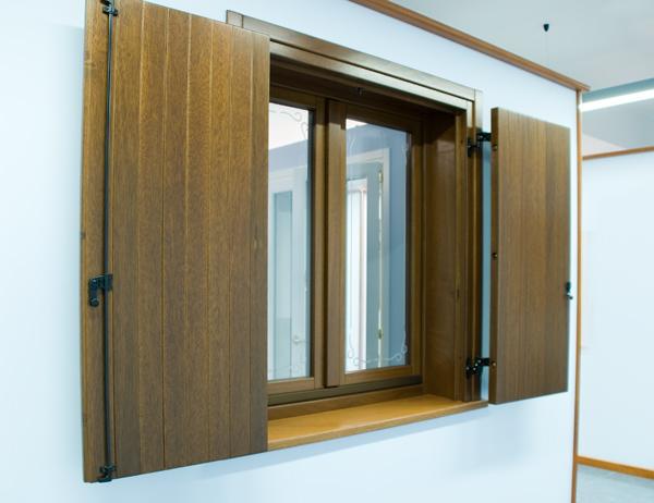 Finestre infissi ingrosso produzione porte e finestre - Finestre in legno lamellare ...