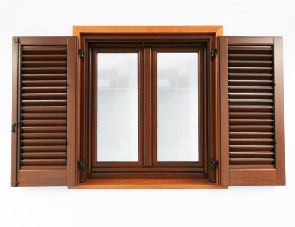 Finestre infissi ingrosso produzione porte e finestre in legno lamellare e legno alluminio - Porte finestre legno ...